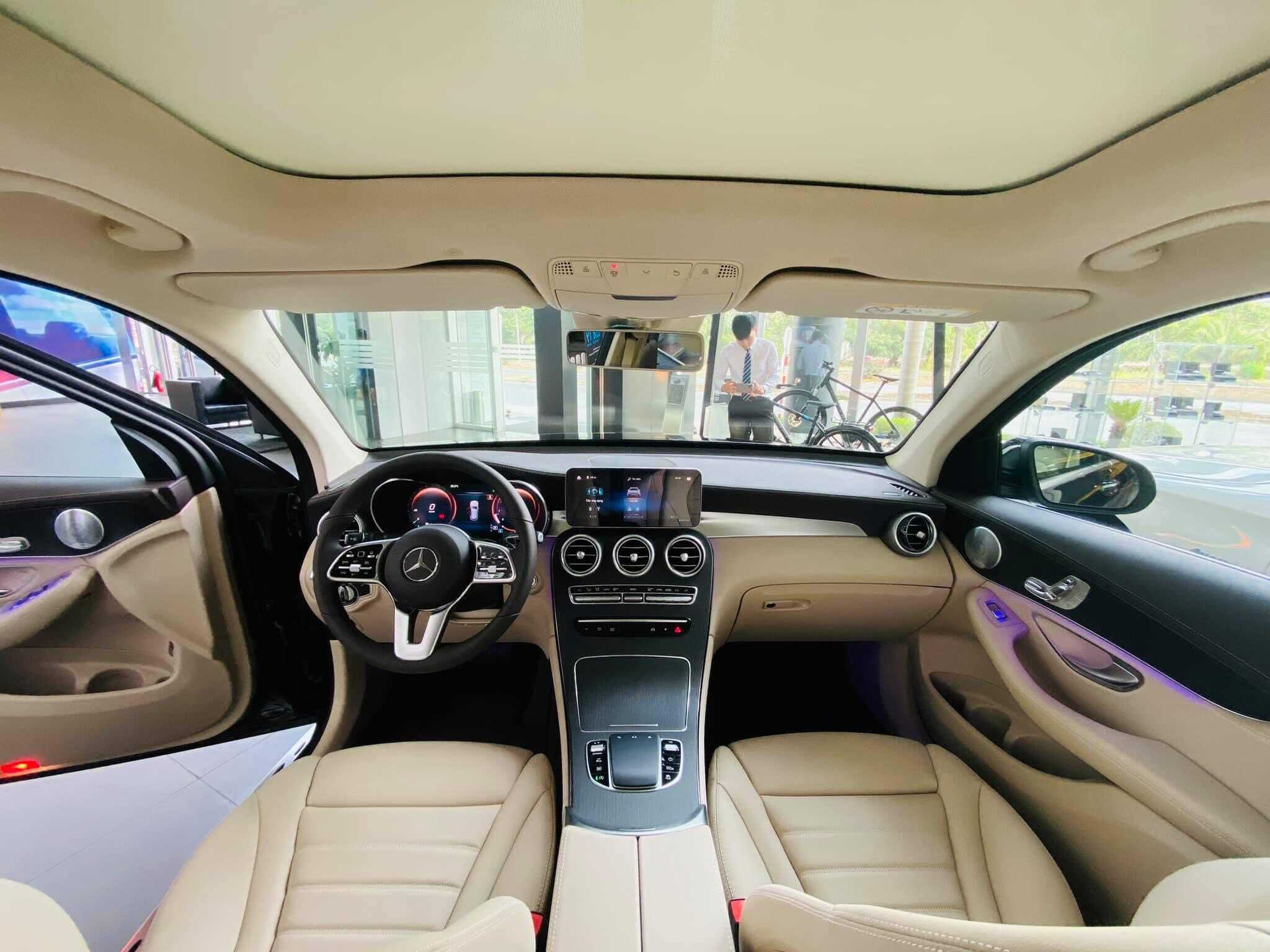 Nội thất Mercedes GLC 300 2021